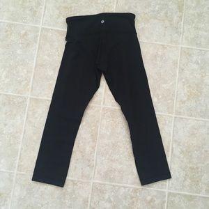 Lulu lemon black basic capris leggings